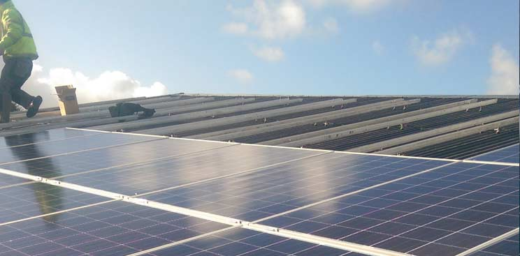 blog-post-solar-panels-what-makes-us-different_kerry_install